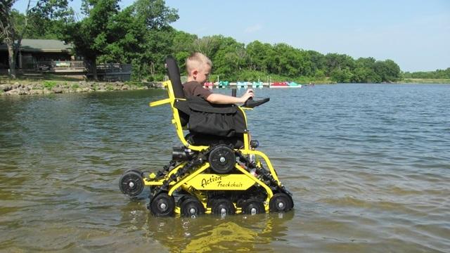 Гусеничный-вездеход-для-людей-с-ограниченными-возможностями-Инвалидная-коляска-снегоболотоход