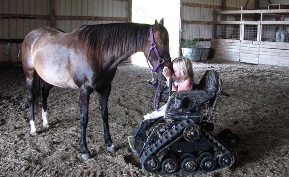 Гусеничный вездеход для людей с ограниченными возможностями - Инвалидная коляска снегоболотоход