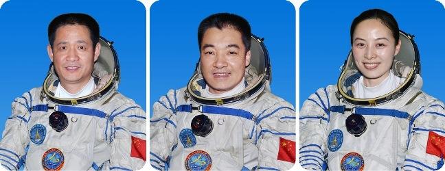Китайские космонавты Shenzhou 10 вернулись на землю Nie Haisheng, Zhang Xiaoguang, Wang Yaping