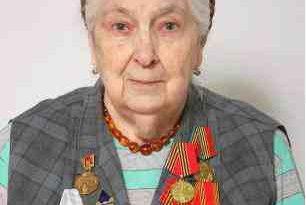 Наталье Вартановне Дабагян (Языковой), моей первой кафедральной учительнице и наставнице, человеку яркому