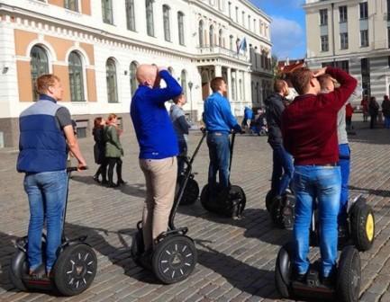 Путешествие Москва-Рига-Латвия-BMW K 1600 GTL Exclusive На сегвеях по Ратушной площади