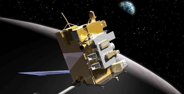 Разведывательный орбитальный зонд LRO пролетает теперь на высоте 20 км от лунного Южного полюса