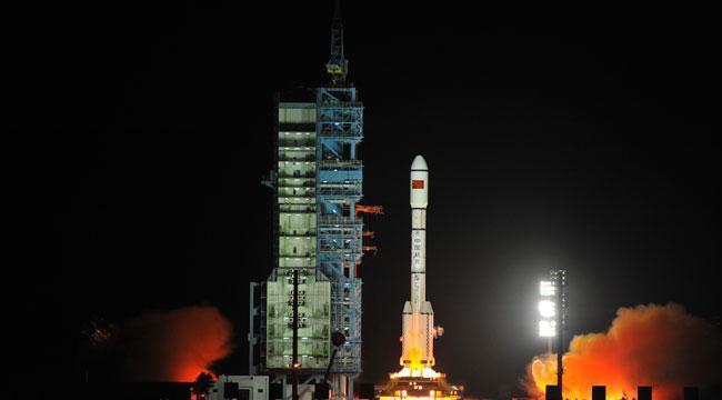 Старт ракеты носителя с Tiangong-1 на борту