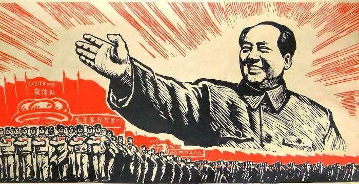 Long March-5 («Великий поход-5») готовится к старту. На Плакате Мао Цзэдун ведет народ Китая в Великий Поход.